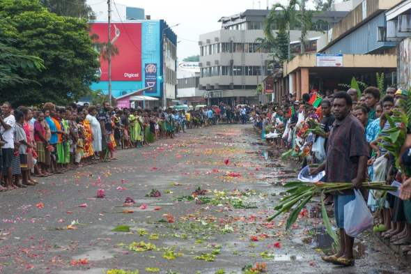 Throngs of mourners turn out on Port Vila's main street to farewell President Baldwin Lonsdale. Photo: Vanuatu Daily Post