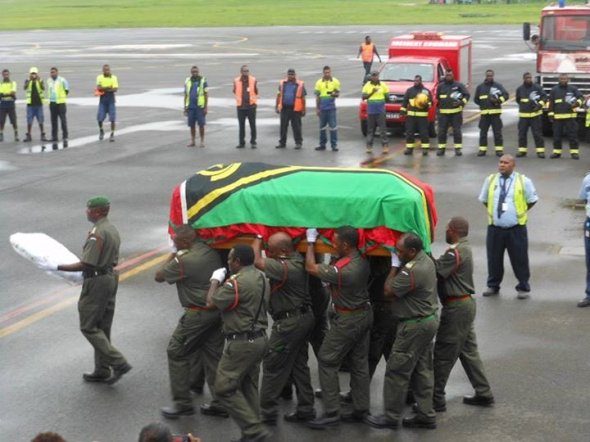 President Lonsdale's casket is carried by Vanuatu Mobile Force members to a plane for his final journey home to Motalava. Photo: Twitter/@raetlomi